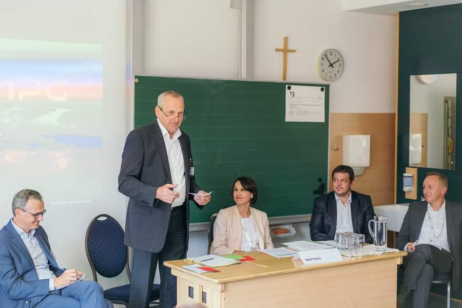 Andreas Schneemann mit: Dr. Wolfgang Urbantschitsch; DI Mag. (FH) Gehard Christiner; DI Josef Sacher; Barbara Battisti. Foto (c):  EFA / Andrei Pungovschi
